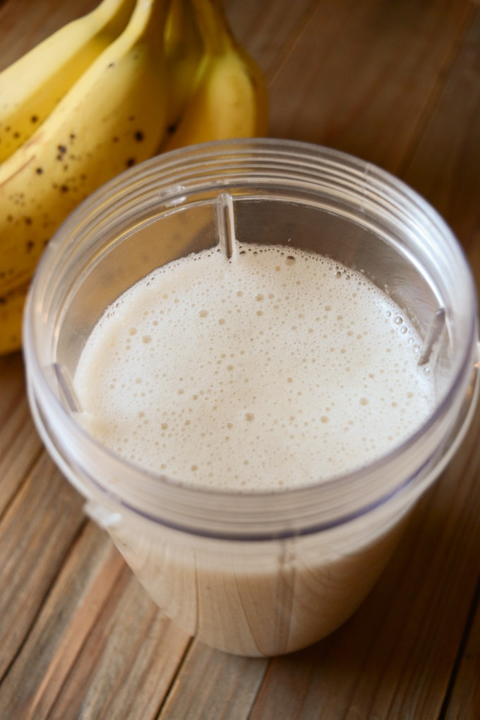banana milk after blending.