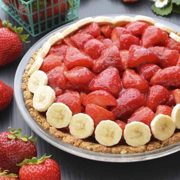Vegan strawberry pie in a glass pie dish.