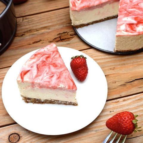 Vegan Strawberry Swirl Cheesecake (no bake)