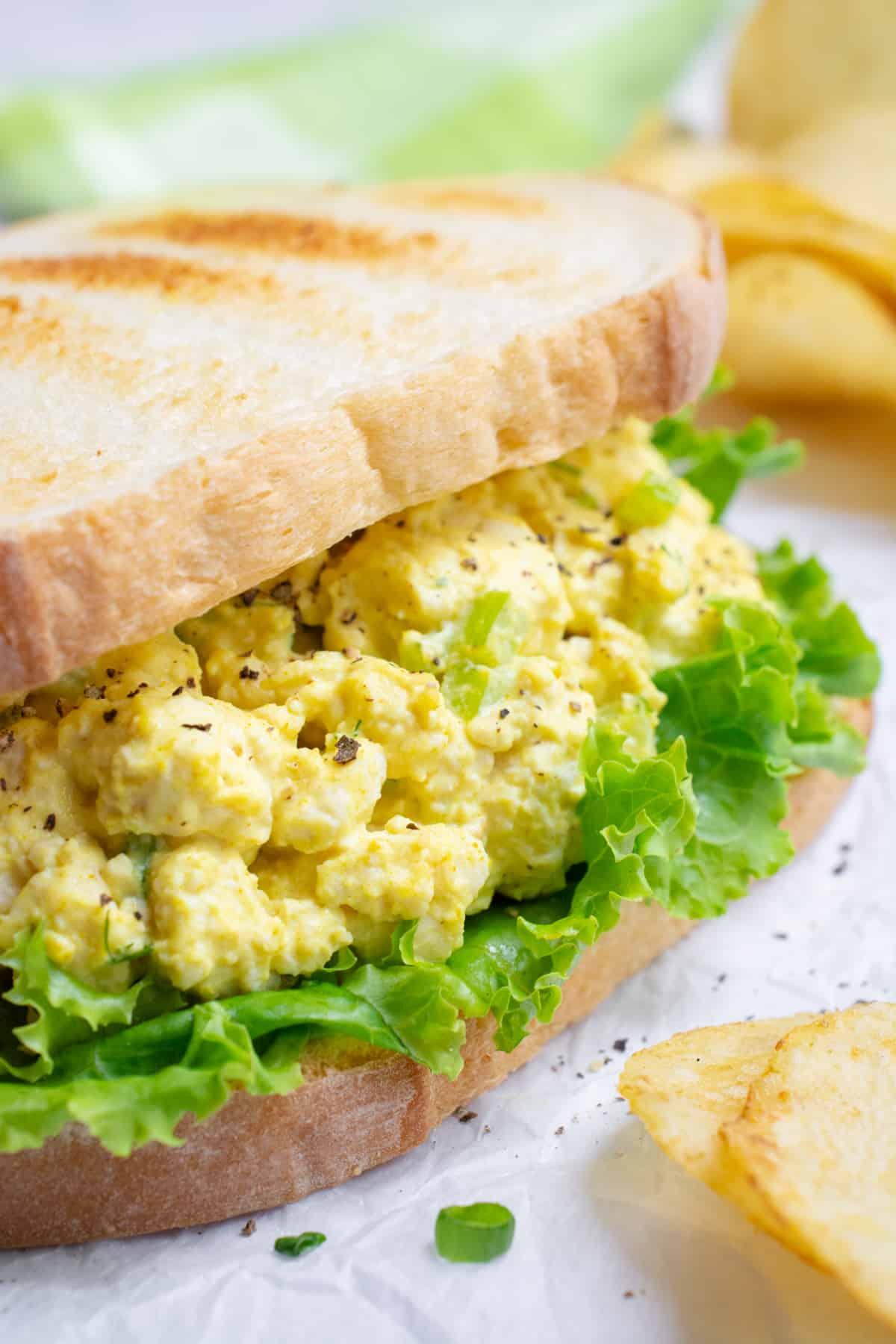 Vegan egg salad sandwich made with tofu.